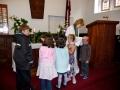 Bērni saņem svētību