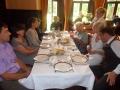 Pie pusdienu galda