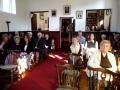 Baznīcēni gaida dievkalpojuma sākumu