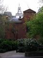 Skats no Noble ielas uz baznīcu