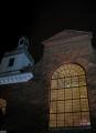 Baznīcas logi tumšos vakaros izstaro siltu gaismu