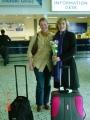 Lilita Krūze sagaida māc. Elīzu Zikmani Gernzijas lidostā