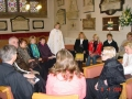 Māc. Elīza Zikmani ar draudzi pēc dievkalpojuma