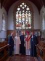 No kreisās: Rietumanglijas-Velsas draudzes priekšnieks Andris Tauriņš, draudzes mācītāja Elīza Zikmane, Sv. Bartomoleja baznīcas mācītājs Džeimss Stīvensons, LELBĀL archibīskaps Elmārs Ernsts Rozītis un prāv. Dr. Andris Abakuks