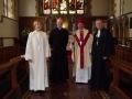 No kreisās: Rietumanglijas-Velsas draudzes mācītāja Elīza Zikmane, Sv. Bartomoleja baznīcas mācītājs Džeimss Stīvensons, LELBĀL archibīskaps Elmārs Ernsts Rozītis un prāv. Dr. Andris Abakuks