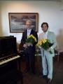Baritons Pēteris Svilis kopā ar pianistu pēc koncerta