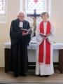 Prāv. emeritus Juris Jurģis un māc. Elīza Zikmane iesāk dievkalpojumu