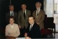 Apvienotās Londonas latviešu ev. lut. un Miera draudzes pirmā valde 1994. gada martā: Aizmugurē no kreisās puses: Priekšnieka vietnieks Laimonis Krieviņš, priekšnieks Leopolds Rumba, Eduards Brieze. Priekšā: Kasiere Melita Kipluka un sekretārs Andris Abakuks.